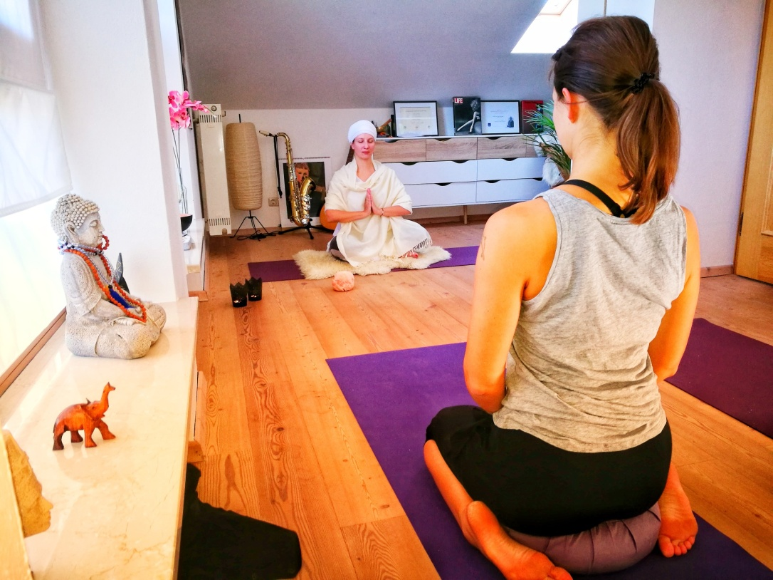 Nicole_Strasser_Yoga_Dahoam_Kundalini