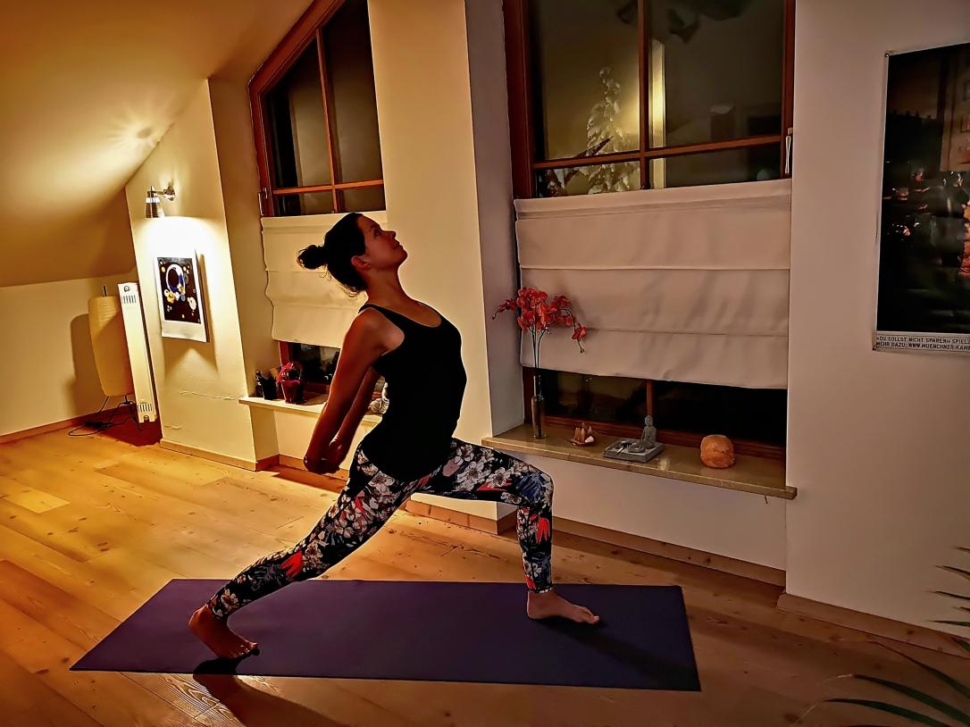 yoga_dahoam_alanasana
